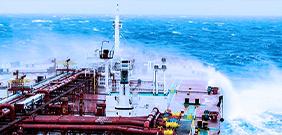 Öltanker im Wellengang