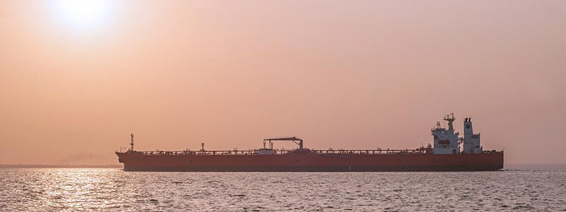 Öltanker im Sonnenuntergang
